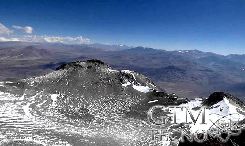 Cumbre-hacia-el-Plateu,lado-norte-volcan-Incahuasi
