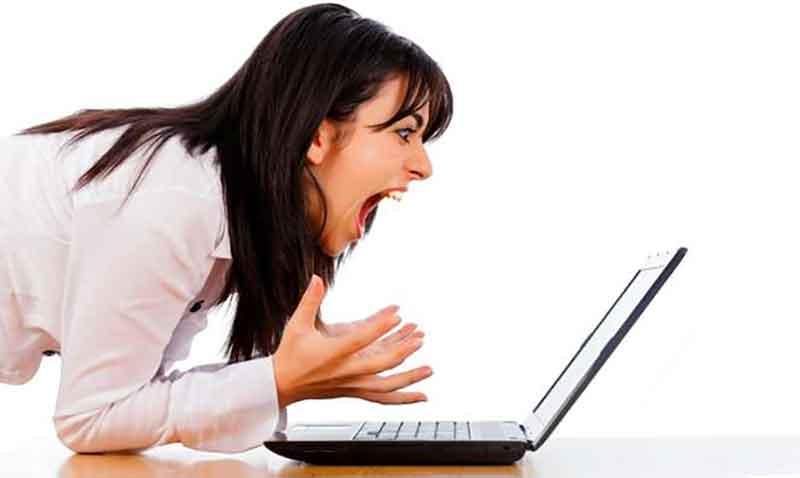 Videos-Facebook-Reproduccion-Automatica_mujer-enojada_home