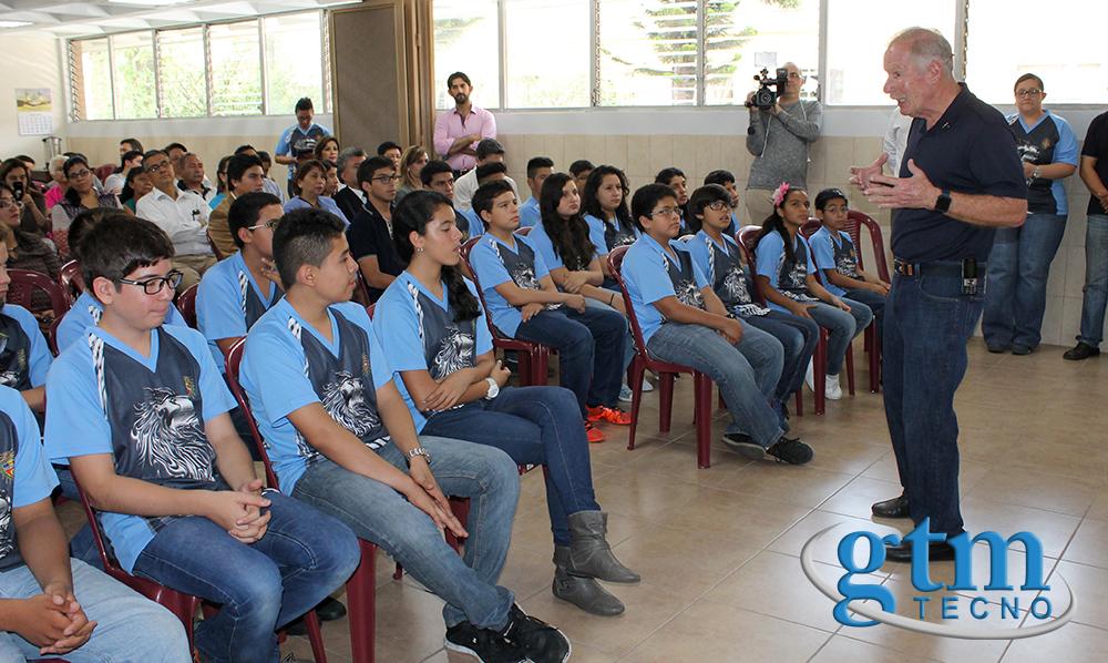 Alvaro-Arzu_en_Liceo-Guatemala