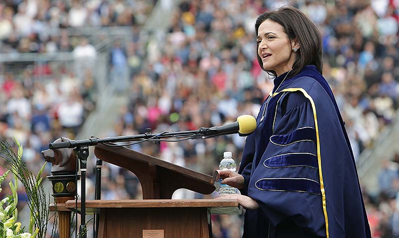 Sheryl Sandberg ofrece un discurso conmovedor