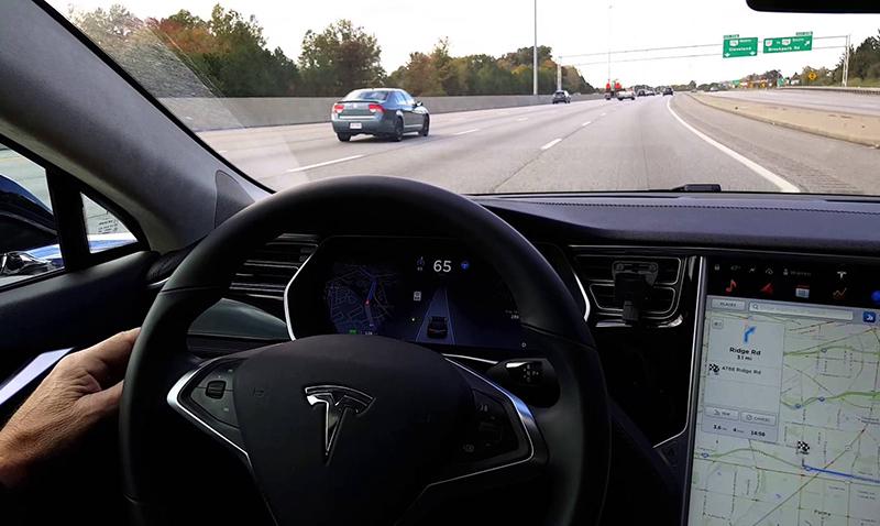 Accidente fatal en un Tesla con piloto automático activado