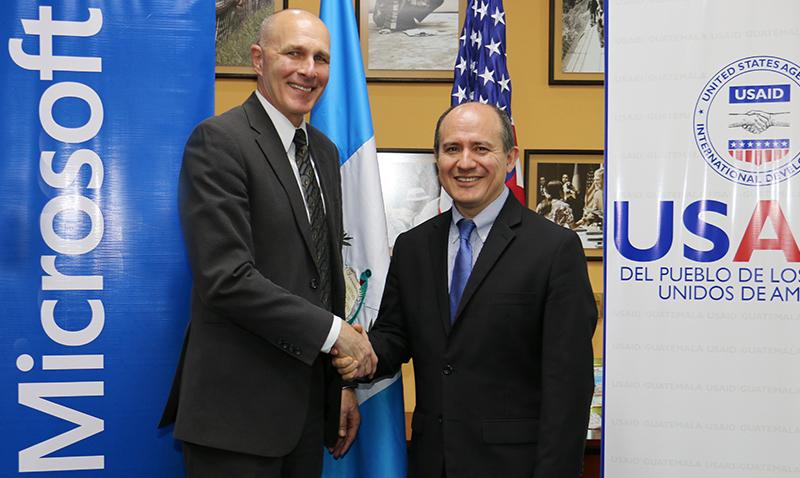 USAID y Microsoft firman acuerdo en Guatemala