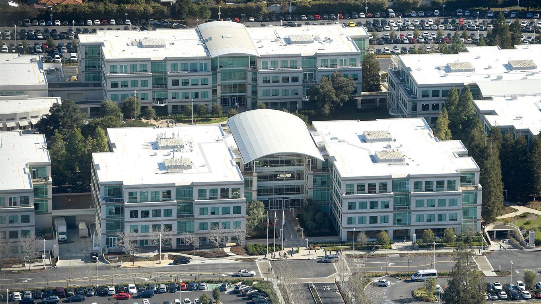 El Apple Campus 2 comenzó en 2011 y se esperaba su apertura para 2015, pero recién estará disponible este año. Foto: Reuters