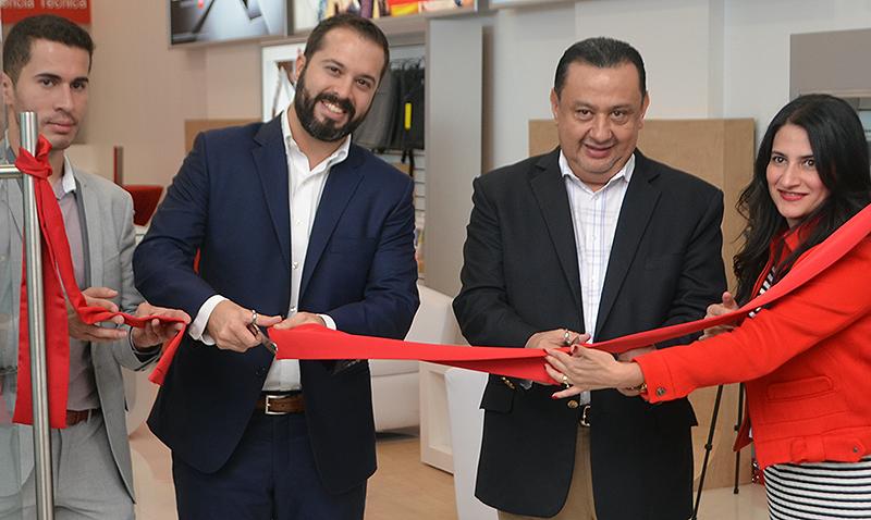 Primera tienda interactiva Claro-Huawei en Guatemala